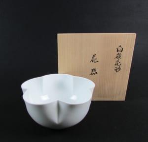白磁を追及する人間国宝の陶芸家 井上萬二